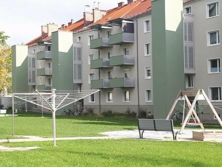 3-Raum-Wohnung mit sonnigem Balkon und praktischer Raumaufteilung in einem sanierten Gebäude! Zentral und dennoch ruhig u.…