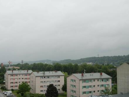 Urbaner Wohn(t)raum im pulsierendem Grossraum Linz in dennoch naturnaher Umgebung! 2 Kinderzimmer und eine Loggia ermöglichen…