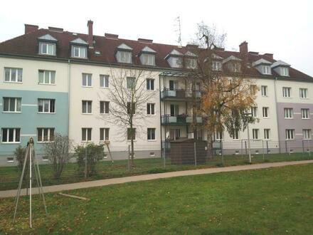 Erholsames Familienleben in zentraler und dennoch naturnaher Grünlage - bezaubernde 3-Zimmer-Wohnung mit schönem Balkon!…