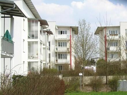 Hier wird Wohnen zum Genuss! Exklusive 2-Raum-Wohnung in grüner und erholsamer Ruhelage mit guter Verkehrsanbindung! Provisionsfrei!