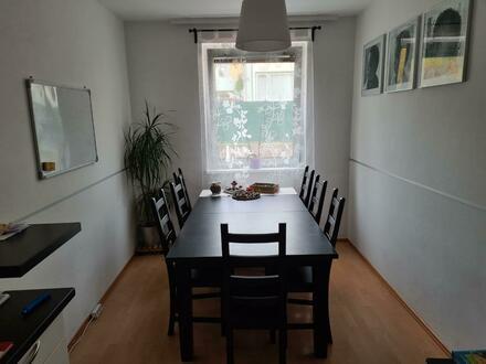 XL-Familienwohn(t)raum mit 108 m²: lichtdurchflutete 5-Zimmer-Wohnung mit schöner Loggia in ruhiger und zentraler Lage! Provisionsfrei!