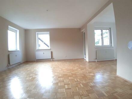 keine lästige Parkplatzsuche! Lichtdurchflutete 2-Raum Wohlfühl-Wohnung mit Balkon und und eigener Garage, provisionsfr…