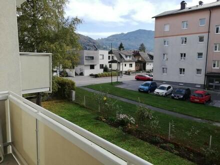 Ruhesuchende Natur- und Bergliebhaber aufgepasst! Zentral gelegene und moderne 3-Raum-Wohnung mit Balkon in traumhafter Lage!…
