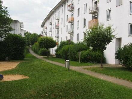 Familienwohn(t)raum am Stadtrand mit 2 Kinderzimmern und Balkon mit Blick ins Grüne! Sehr großzügig und modern geschnitten!…