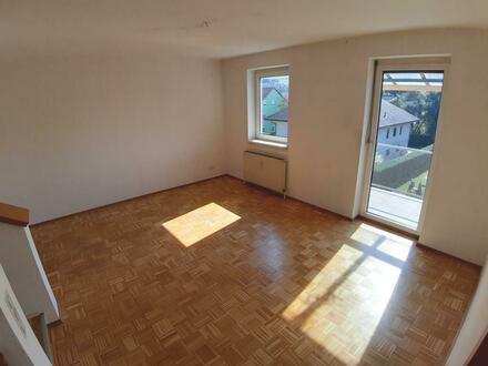 sonnige geräumige 3-Zimmer-Maisonettewohnung mit Balkon und Garage in Toplage