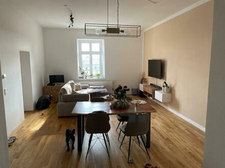 Modernes Wohnen in den historischen Dragonerhöfen in Wels! Neuwertige und großzügig geschnittene 3-Raum-Wohnung mit Altbaucharme!…
