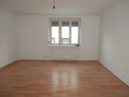 Schnell sein und erstklassige 2-Raum-Wohnung mit hervorragendem Preis-Leistungs-Verhältnis sichern! Naturnahe Ruhelage…