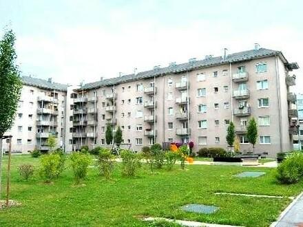 Heimkommen, abschalten, entspannen! Tolle 3-Zimmer-Wohnung mit Balkon in den grünen Innenhof lädt zum Relaxen ein! Top-Infrastruktur!…