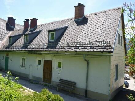 Haus mit Pfaffenstein im Hintergrund