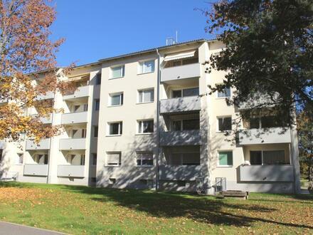Ihre persönliche Wohlfühl-Wohnoase in zentrumsnaher Lage! Helle 3-Raum Wohnung mit schöner Loggia am grünen Ortsrand mit…