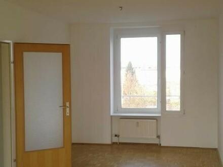 Heimkommen, abschalten, entspannen! Tolle 3-Zimmer-Wohnung mit Balkon ins Grüne lädt zum Relaxen ein! Top-Infrastruktur!…