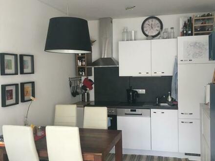 Zentrale 2-Raum-Wohnung mit XL-Balkon verspricht ein erstklassiges Wohnerlebnis! Sehr schöne Raumaufteilung - hervorragende…
