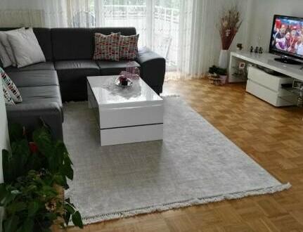Ruhesuchende und naturbegeisterte Jungfamilien aufgepasst! Moderne 3-Zimmer Wohnung in grüner Wohlfühlatmosphäre mit Balkon!…