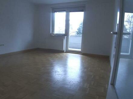 Entspannt leben und wohnen in familienfreundlicher Umgebung! Großzügige 3-Raum-Wohnung mit Balkon! Ausgezeichnetes Preis-Leistungs-Verhältnis!