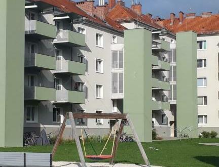Zentral gelegene 2-Raum Wohnung verspricht hohe Wohnqualität! Umgeben von einer perfekten Infrastruktur und vielen Freizeitmöglichkeiten!…
