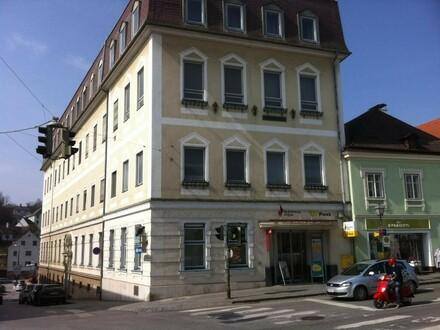 Postgebäude in zentraler Lage
