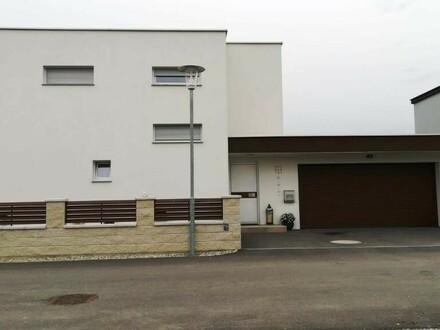 VERKAUFT ! Neuwertiges Haus mit Pool und Doppelgarage - rasch verfügbar VERKAUFT