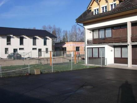 Wohnheim mit 10 Wohnungen und Garage/ Werkstatt MIETE AUF ANFRAGE Objekt mit Potential