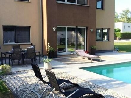 !!! NEUER PREIS !!! Neuwertiges schönes Wohnhaus mit Pool und Vollkeller