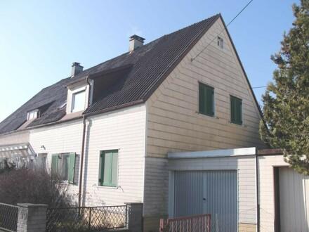 Geräumige Doppelhaushälfte mit schönem Garten, auch 2 Wohneinheiten möglich.