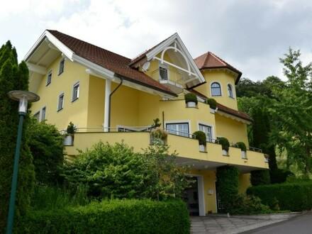 Wohnhaus mit 2 Wohneinheiten und 200 m2 Büro im EG Exklusiv und sehr hochwertig gebaut