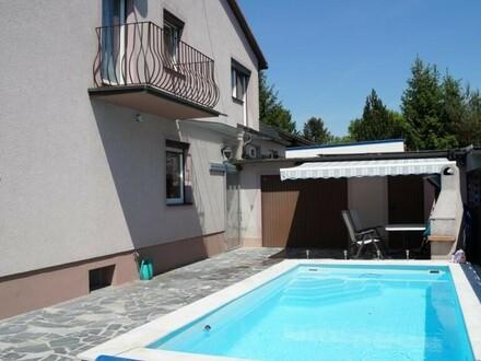 Hauseinfahrt/Pool/Garage