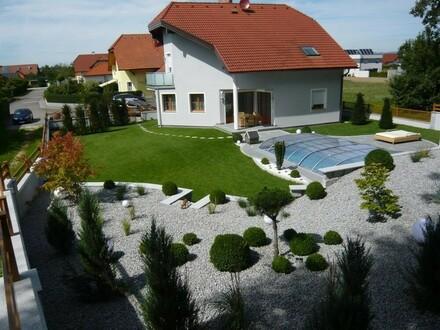 Hochwertiges Einfamilienhaus Pucking mit Pool und Keller und Doppelgarage
