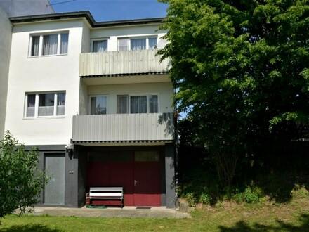 Sehr gepflegtes älteres Haus mit parkähnlichem Garten mit einer Größe von 1321m²