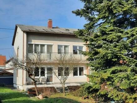 Schön renovierte Wohnung mit Gartenanteil