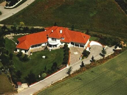 !!! NEUER PREIS !!! Wunderschöne Villa im Landhausstil mit Indoor-Pool bzw. Spa-Bereich