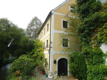 Gepflegte Wohnung in einem historischen Gebäude
