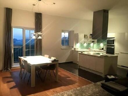 Schöne Wohnung im Bauernhaus (inkl. 300 m² Gartenparzelle) und 2 überdachte Abstellplätze
