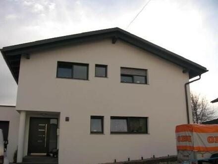 Neues Wohnhaus in ruhiger Lage mit Doppelgarage - NEUER PREIS!