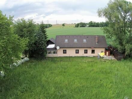 Nettes Haus umgeben von viel Natur