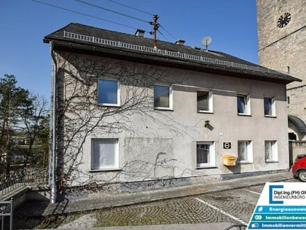 Großes Wohnhaus mit 12 Zimmern, und Gemeinschaftsbad und Küche - noch zusätzlich erweiterbar!