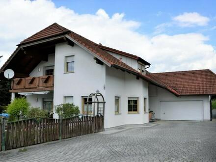 """Sehr energieeffizientesr Zweifamilienhaus mit großem Garten und Pool """"gesammte Stromkosten für Heizung und Strom 65€/Monat)"""