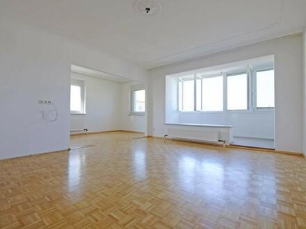 Wohnung im obersten Geschoss - großzügig und komplett saniert