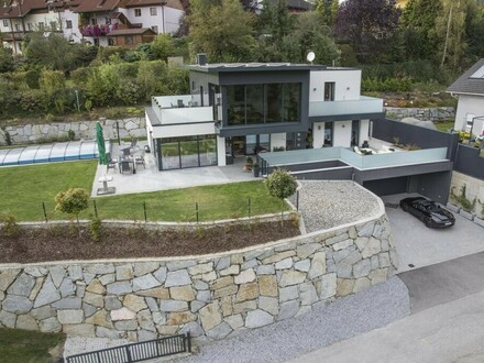 Fast neue High-Tec Designervilla mit Ausblick, Pool