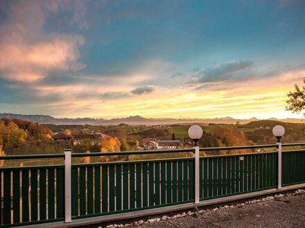 Schickes Wohn- und Gasthaus mit herrlicher Aussichtslage in Zell am Pettenfirst