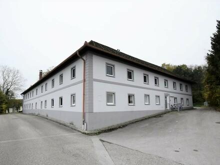 Anleger aufgepasst - Vierkanter mit 12 Wohnungen und 8 Zimmern mit Gemeinschaftsräumen