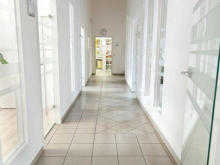 Hallenflächen mit eigener Zufahrt, Laderampen und PKW Parkplätzen an der B1 zu vermieten! Auch Büros vorhanden! de!