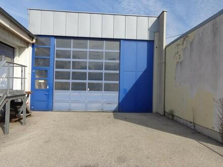 Halle mit großem Einfahrtstor und kleinem Büro zu vermieten!