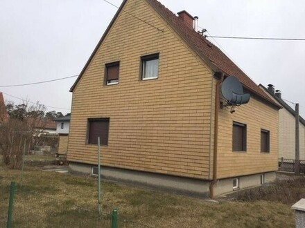 Älteres Haus in Langholzfeld mit Keller und Doppelgarage , 2 Wohneinheiten