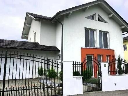 Neuwertiges Familienhaus in ruhiger Lage mit POOL
