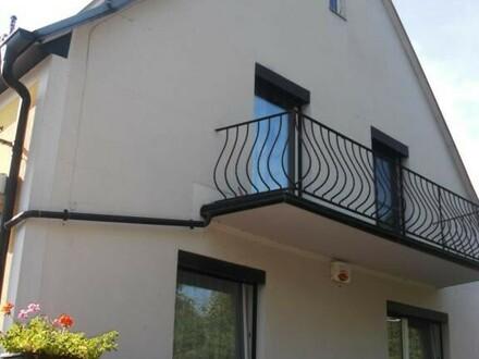 Gepflegte Doppelhaushälfte mit schönem Garten in Ruhelage 2 Wohneinheiten