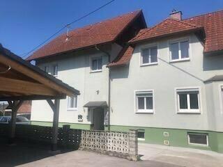 Großes Haus mit einer großen Wohnung und 2 ca 50 m2 Wohnungen und Nebengebäude