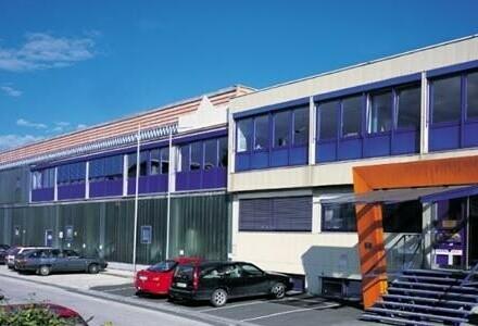Großes, gut aufgeteiltes und helles Büro zu vermieten!