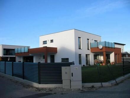 Großes Haus mit großem Garten und Doppelgarage und Dachterasse Baujahr 2017 VERKAUFT