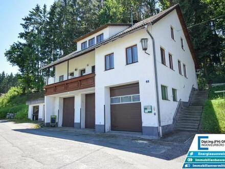 Wohnhaus mit 3 Wohnung und 6 Garagenplätze in Lasberg bei Freistadt.
