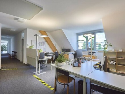Großzügige Bürofläche ganz oben!